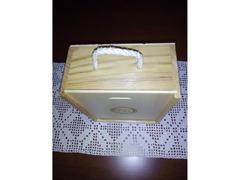 Caixa de Chá, em madeira, envernizada.