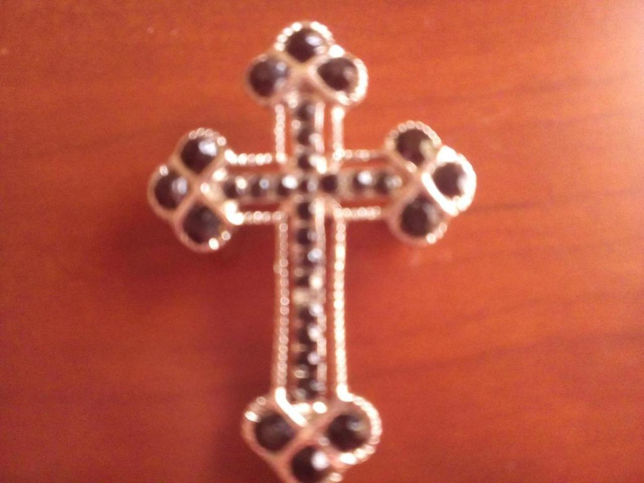 Pregadeira/Broche em forma de cruz. Estilo gótico. - 1/2