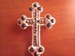 Pregadeira/Broche em forma de cruz. Estilo gótico.
