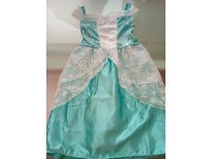 Vestido de princesa com duas tiaras para o Carnaval