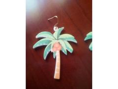 Tropical, brincos e berloque